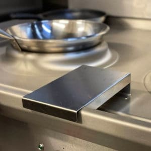 clip on fron shelf for wok cooker